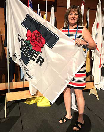 Dr. Teresa Kennedy at 2017 SCI Meeting with Tyler City flag
